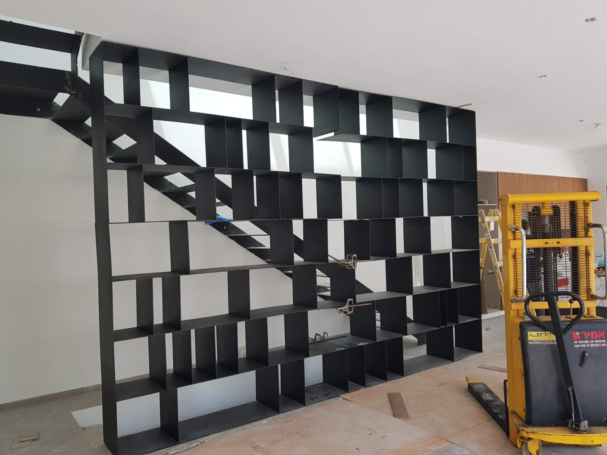 ספריה מעוצבת מאלומניום שחור