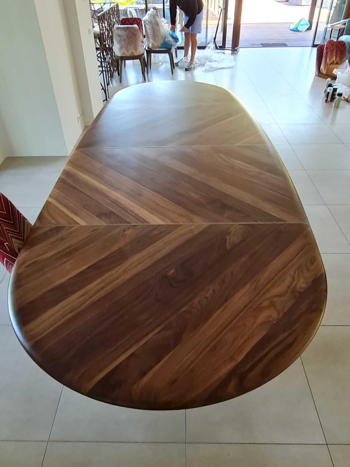 שולחן אוכל בעץ אגוז אמריקאי